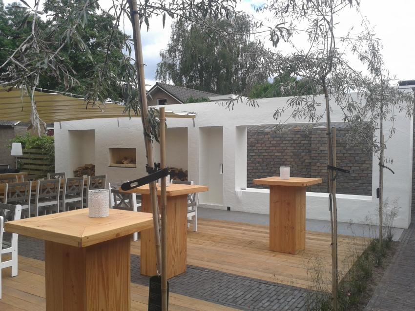 Tuinmuur metselen - Restaurant De Kiewiet in Dedemsvaart - Doorgestreken voeg - Traskalk